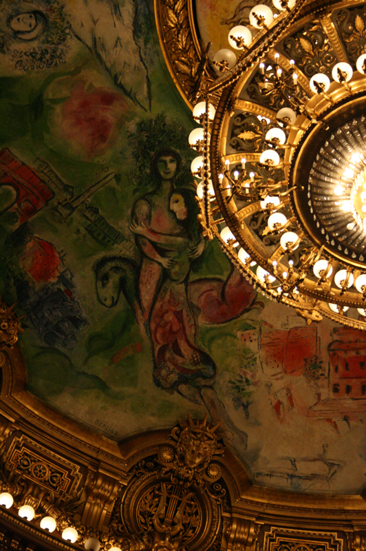 Teto da Ópera Garnier, pintada por Marc Chagall - detalhe para Romeu e Julieta | Paris (2008)