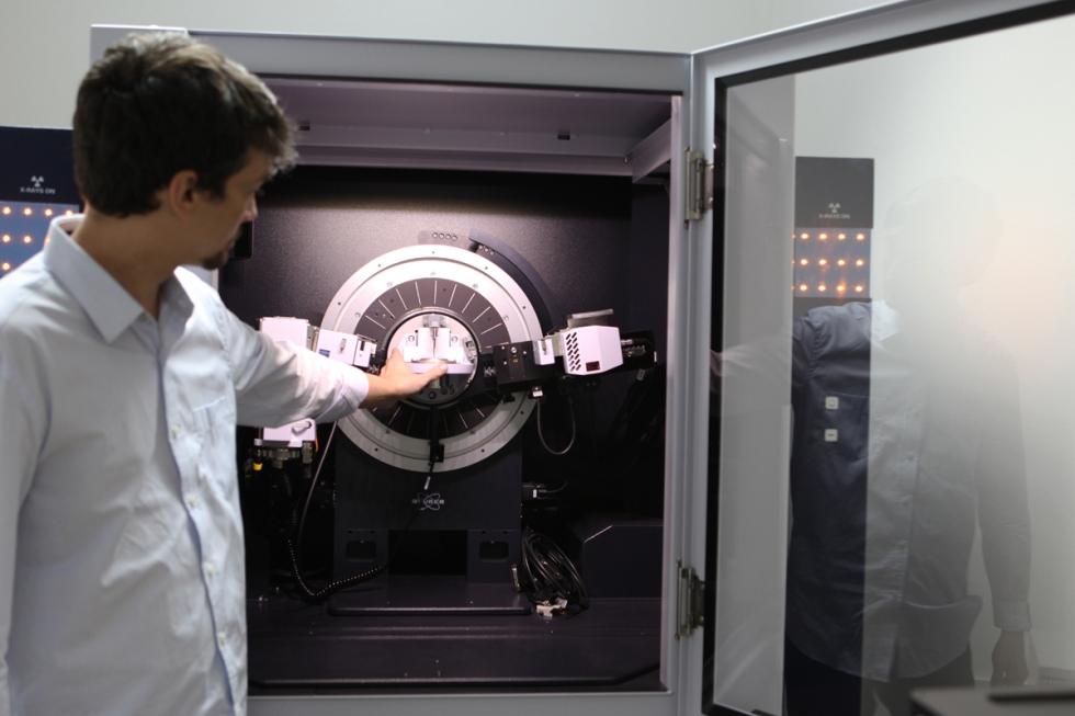 Prof. Alan de Menezes | Difratômetro de Raios-X